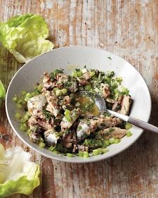 wk2-l-lemony-sardine-salad-020-mbd109439_vert